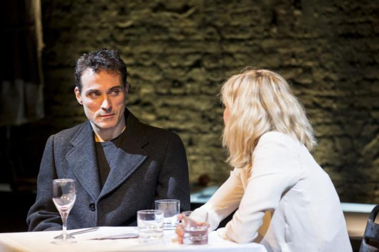 Rufus Sewell and Nancy Carroll in Closer at the Donmar Warehouse